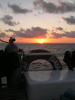 Západ slunce nad Velkým bariovým útesem (nahrál: admin)