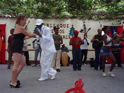 Kavárna Negro Kongo - Odpoledne v Trinidadu zpestří návštěva kavárny s osvěžujícíi nápoji, originální kubánskou muzikou a tanečníky (nahrál: formas)