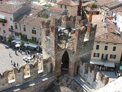 pohled z hradu sirmione centrum (nahrál: Lenka zanetti)