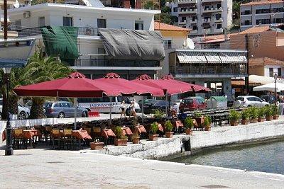 Restaurace u přístavu v Neos Marmaras (nahrál: Jan Jastrzembski)