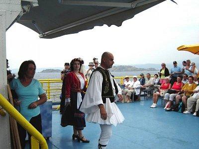 řecký tanec - kulturní program na lodi - nádherná podívaná na tanečníky (nahrál: Aranka)