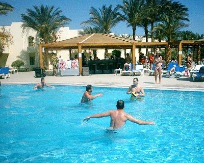 Bazén - napínavé vodní pólo (nahrál: marmi)