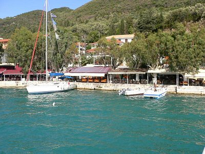 Vassiliki - přístav a taverny (nahrál: andreamor)