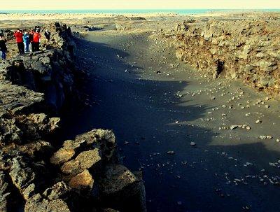 Reykjanes,místo tektonického zlomu - místo oddělující americkou a euroasijskou litosférickou desku (nahrál: petras21)