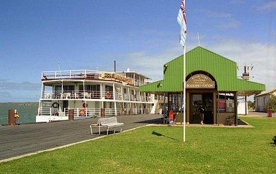 Goolwa - Přístaviště odkud jezdí lodě na Hindmarsh Island (nahrál: Luboš)